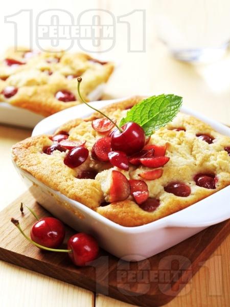 Пухкав плодов сладкиш с череши - снимка на рецептата
